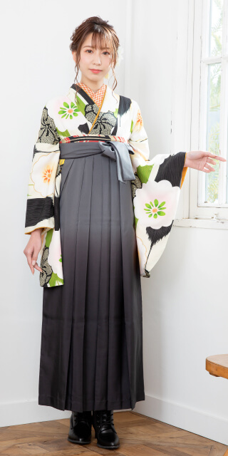 【着物】クリーム矢絣に白梅+【袴】グレーボカシ